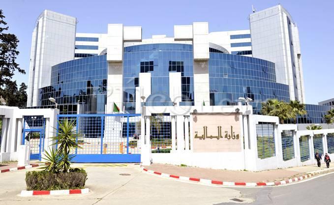 Réduction du budget de fonctionnement de l'Etat de 50 %, augmentation du SNMG à 20.000 dinars