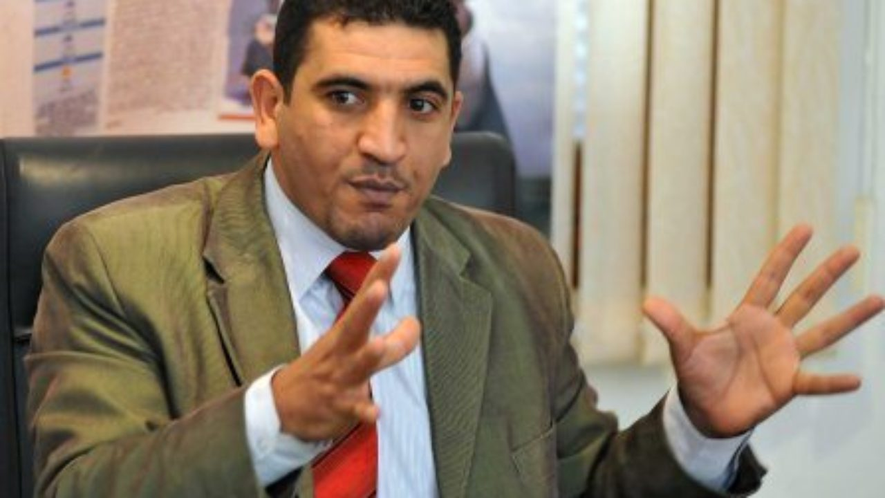 Karim Tabbou s'emporte contre le président du CNDH aux funérailles de Yahia Abdennour (vidéo)