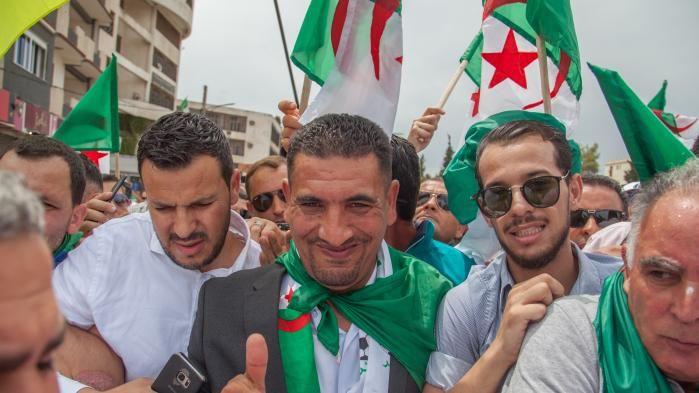 Au lendemain d'un procès  qualifié de «scandaleux», les avocats interdits de voir Karim Tabbou