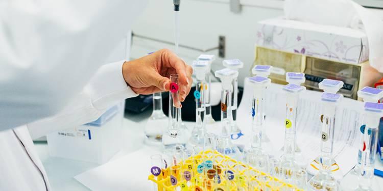 Covid-19 : le vaccin ''Pfizer-BioNtech provoque six décès lors des essais
