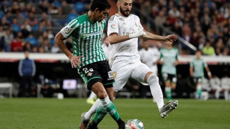 Le club lombard cherche un défenseur central : Aissa Mandi dans les tablettes de l'Inter Milan