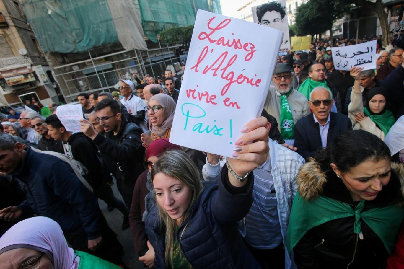 معهد دراسات بريطاني: «هدوء الحراك  الجزائري قد يتحول إلى عاصفة طويلة الأمد       «