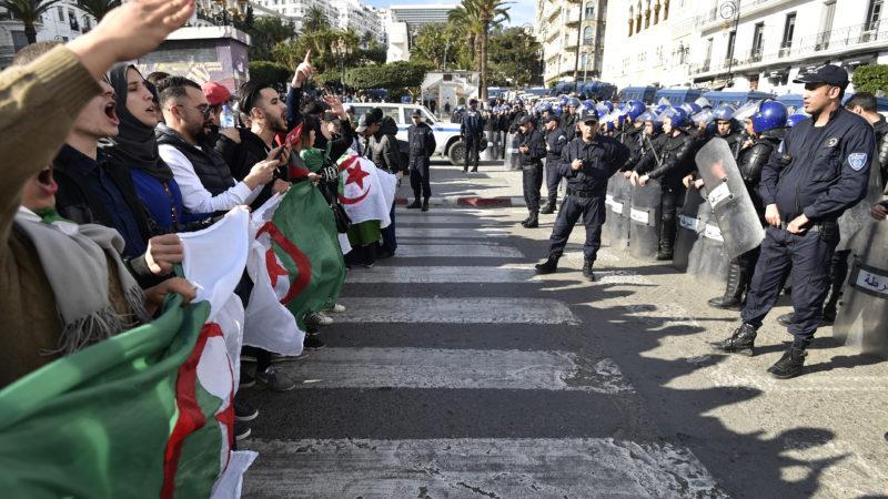 Algérie : pourquoi le pouvoir a-t-il si peur des réseaux sociaux ?