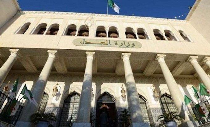 Algérie/Justice : Farouk Ksentini parle de 20 000 personnes en «détention provisoire»