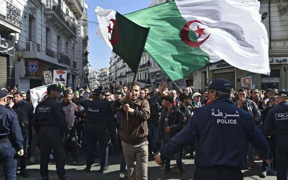 Marche populaire du 22 février : les premières interpellations signalées à Alger
