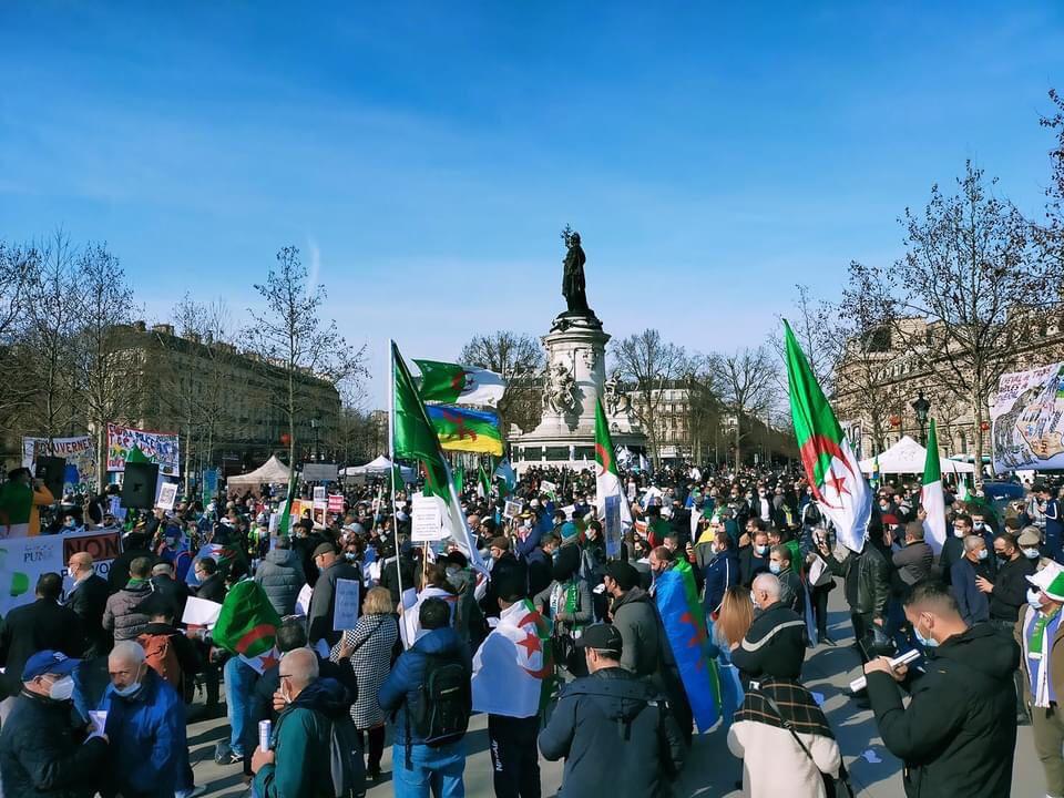 Plus fort que les frontières, le Hirak reprend ses droits à Paris (Vidéo)