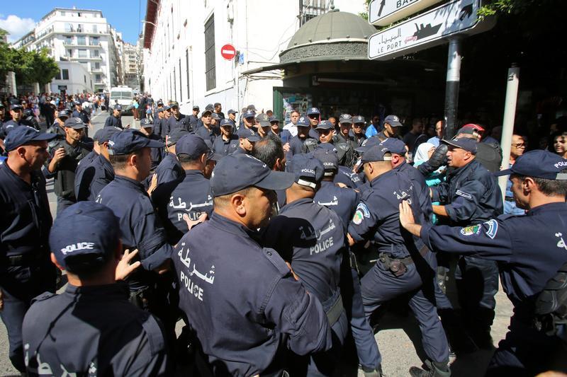 Arrestation d'une manifestante âgée de 84 ans à Sétif