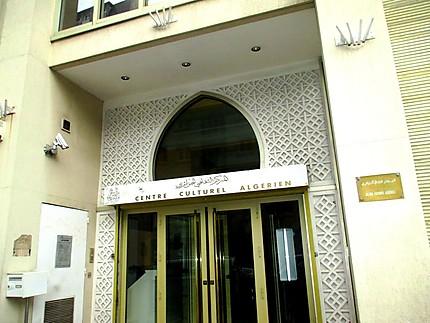 Tebboune met fin aux fonctions du directeur du centre culturel algérien à Paris (JO)