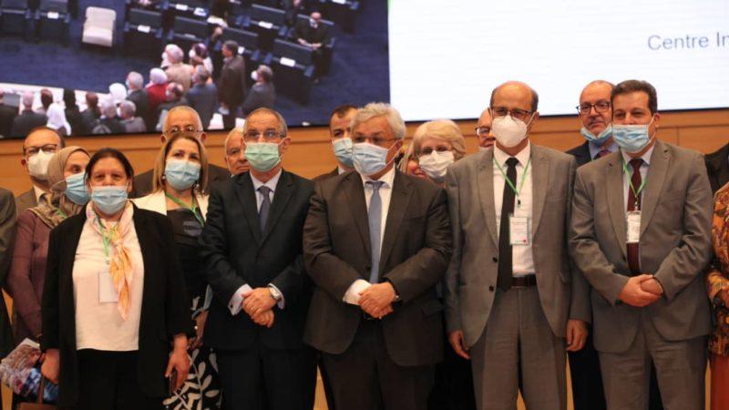وزير الصناعة الصيدلانية ينصيب لجنة الخبراء العياديين