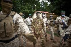 Nouvelle crise au Mali: les militaires arrêtent le président et le Premier ministre de transition