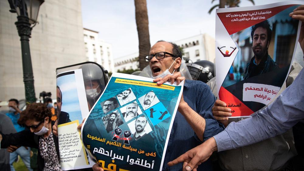 المرصد الأورومتوسطي لحقوق الإنسان: السلطات المغربية تضيّق الخناق على الصحفيين والنشطاء