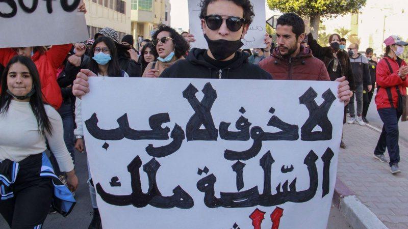 آخر التطورات في تونس: أحداث سياسية متسارعة وردود أفعالٍ متباينة حول قرارات الرئيس