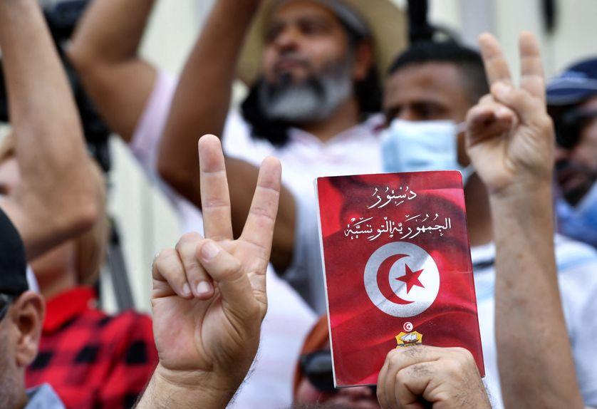 تونس: أنصار قيس سعيد ومناوئيه يحتجون بشارع الحبيب بورقيبة