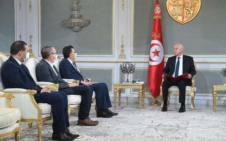 تونس : قيس سعيّد يتعهد بفتح تحقيق بعد تسليم سليمان بوحفص للجزائر