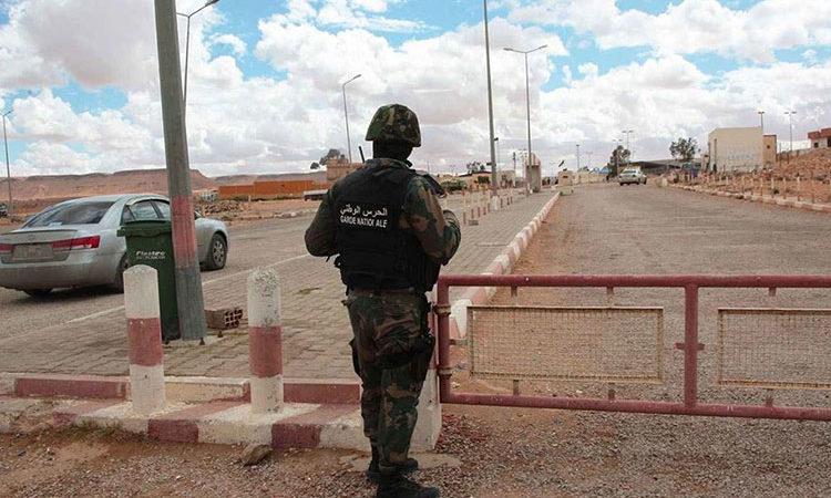 الحرس التونسي يوقف 7 جزائريين حاولوا عبور الحدود خِلسةً